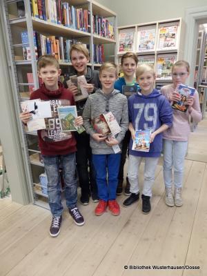 Foto zu Meldung: Vorlesewettbewerb der 6. Klassen in der Bibliothek Wusterhausen am 05.12.2016