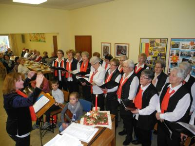 Die Mitglieder des Frauenchores unter musikalischer Leitung von der Dirigentin Frau Nonna Gieswein