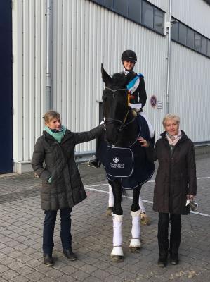 """Foto zur Meldung: Finale im Nürnberger Burgpokal der Junioren - Kristin Buchelt siegt auf """"Dinero negro"""""""