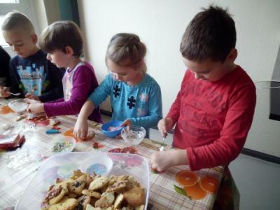 Foto zur Meldung: In der Weihnachtsbäckerei