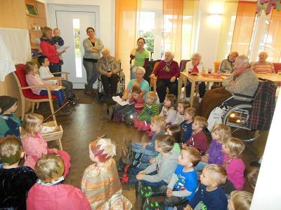"""Foto zur Meldung: Der Kindergarten besuchte die """"Pflegeinsel Kuhn"""""""
