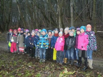Foto zur Meldung: Weihnachtswanderung der Klassen 1c und 2c