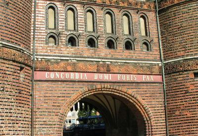 Inschrift des Holstentores in Lübeck