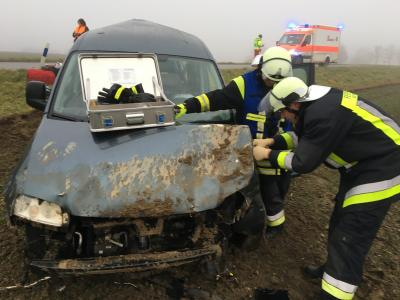 Foto zu Meldung: Schwerer Verkehrsunfall mit eingeklemmter Person - OVS Rettenbach - Kollbach