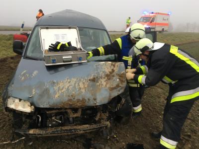 Foto zur Meldung: Schwerer Verkehrsunfall mit eingeklemmter Person - OVS Rettenbach - Kollbach