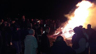 Foto zur Meldung: Weihnachtsbaumverbrennung auf dem Sportplatz