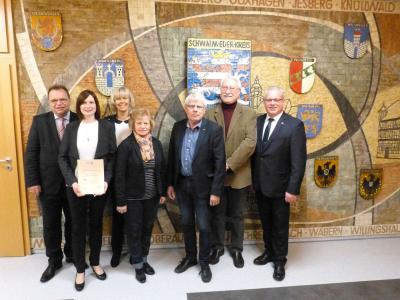 V. l. Landrat Winfried Becker, Laura Jäckel, Carmen Ritter, Erika Schneider, Gerd Höfer, Jürgen Kreuzberg, Jürgen Kaufmann