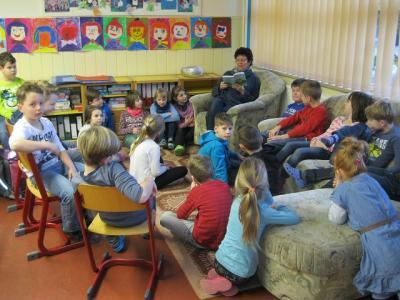 Vorschaubild zur Meldung: Lehrer lesen für Schüler