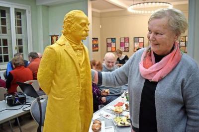Foto zur Meldung: Gelber Fontane im Herbst'schen Haus
