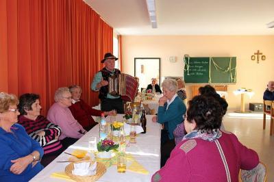 Foto zur Meldung: Senioren erlebten einen unterhaltsamen Nachmittag