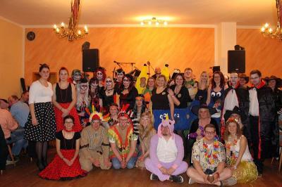 Foto zur Meldung: Ein gelungener Faschingsball mit einfallsreichen, bunten Kostümen und Masken