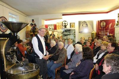 Foto zur Meldung: Valentinsfahrt – der Frauenbund war in der Kaffeerösterei Jens Kirmse in Zwiesel