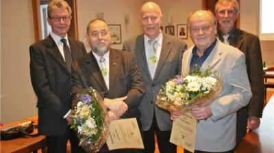 Die neuen Ehrenratsmitglieder der Gemeinde Danndorf: Karl Meisehen (Zweiter von links) und Detlef Schröter (Zweiter von rechts). Ihnen gratulierten (von links) Rüdiger Fricke, Diethelm Müller sowie Henning Glaser