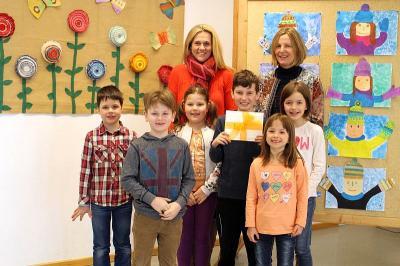 Foto zur Meldung: Die Grundschule Prackenbach spendet für krebskranke Kinder