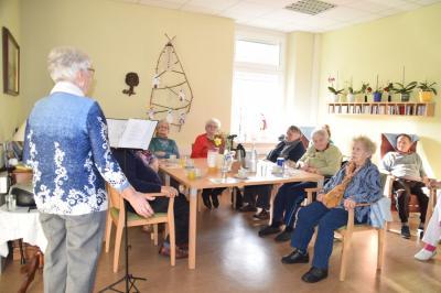 Vorschaubild zur Meldung: Flotte Musik in der AWO Tagespflege in Perleberg