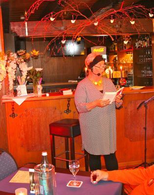 Marianne Orsini-Parakenings während einer ihrer Lesungen.