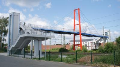 Foto zu Meldung: Neue Brücke über die Bahn eingeweiht