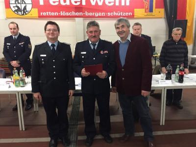 v.l. Stadt-/Ortswehrführer Lars Wirwich, stellvertr. Ortswehrführer Uwe Kämmrich, Vorsitzender der Stadtverordnetenversammlung Karsten Korup