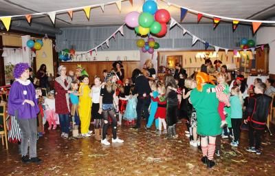 Foto zur Meldung: Ein schönes Chaos auf dem Gemeindesaal
