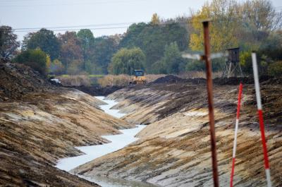 """Ein neuer Entwässerungsgraben entstand im Herbst westlich des Wohngebietes """"Am Mahlbusen""""."""