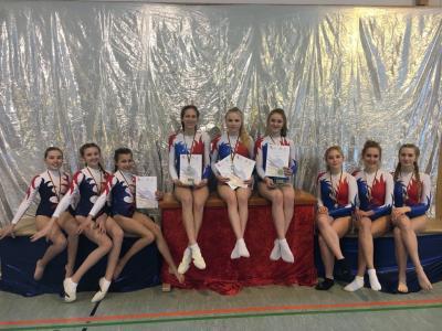 Foto zur Meldung: Erfolgreicher Start in die Saison des Schulwettbewerbs JtfO in der Sportart Gerätturnen