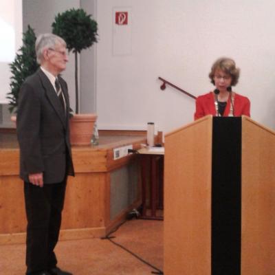 Foto zur Meldung: Verleihung des Ehrenamtspreises der Stadt an Dr. Herbert Pfuhl