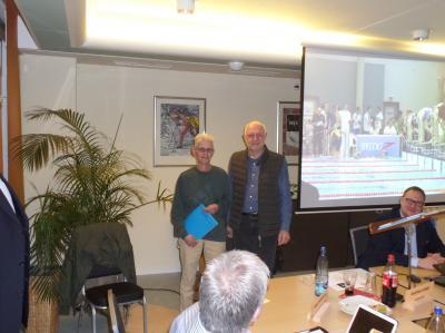 Foto zur Meldung: Ehrennadel des LSN für Andrea Last