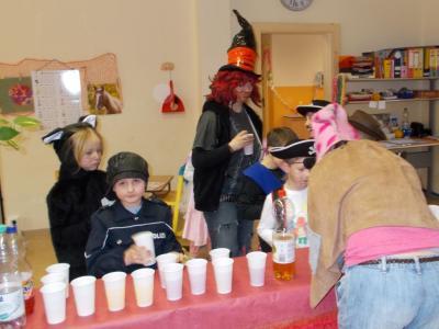 Foto zu Meldung: Närrisches Treiben in der Grundschule