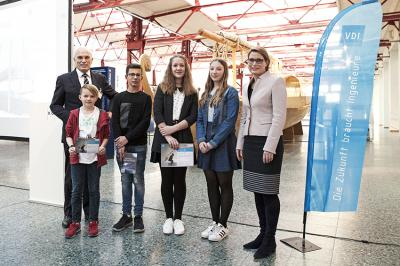 Von links: Dr. Meinolf Gerstkamp, Bjarne Scheel, Noah Heimann, Sophia Ferger, Paula Taesler, Bildungsministerin Dr. Stefanie Hubig (Lily Seyffer leider erkrankt)
