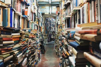 Vorschaubild zur Meldung: Frühjahrsbücherflohmarkt in der SeeCampus-Bibliothek Schwarzheide