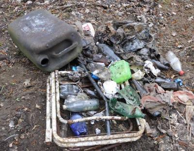 Foto zur Meldung: Müllsammeln im Torfmoor