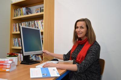 Vorschaubild zur Meldung: Internet für Leser - Nutzer-PC in der Bibliothek des Nauener Familienzentrums