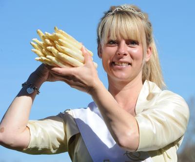 Foto zu Meldung: Neue Spargelkönigin der Geest Landtouristik