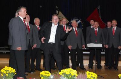 Männerchor mit Chorleiter K.-H. Wenzel