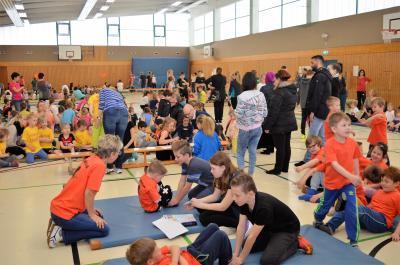 Immer in Bewegung bleiben und Spaß dabei haben: Die Nauener Kids bei der Kita-Olympiade.