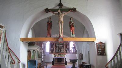 Vorschaubild zur Meldung: Triumphkreuzgruppe in der St. Magnus Kirche wieder vollständig