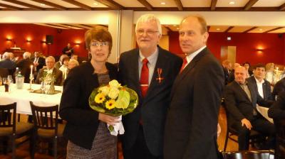 v.l. Anja und Klaus Wenzel, Landrat Gerhard Radeck