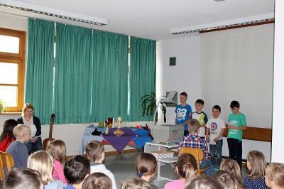 Foto zur Meldung: Andacht in der Grundschule zur Fastenzeit