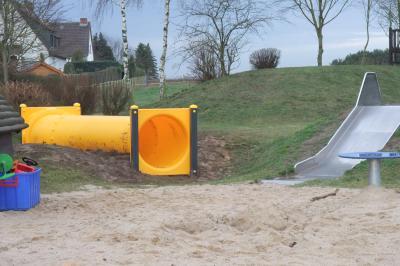 Vorschaubild zur Meldung: Tunnelröhre für Bahrdorfer Spielplatz
