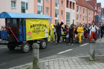 """Vorschaubild zur Meldung: Abiturienten verlassen """"Filmkulisse Demmin"""""""
