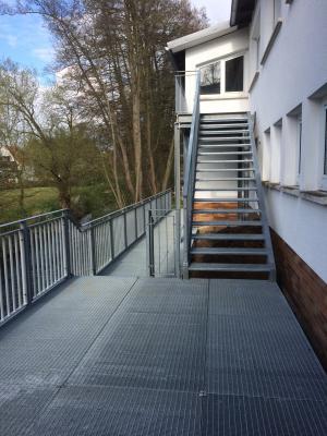 """Vorschaubild zur Meldung: """"Weißes Haus"""" / Aussichtsplattform und Treppe"""