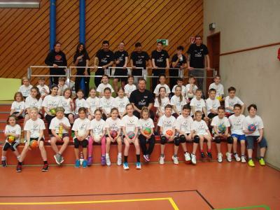 Foto zu Meldung: Bundesligist TSV Hannover-Burgdorf unterstützt das Handballcamp in Lehre!
