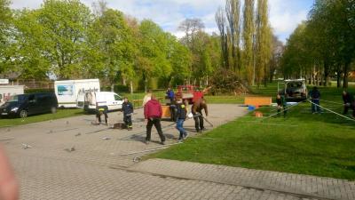 Foto zu Meldung: Osterfeuer Roskow, der Aufbau