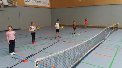 Foto zur Meldung: Tennis in der Grundschule