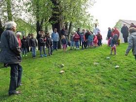 Vorschaubild zur Meldung: Trudeltradition im feuchten Gras