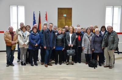 Gruppenfoto im Plenarsaal des Brandenburger Landtages
