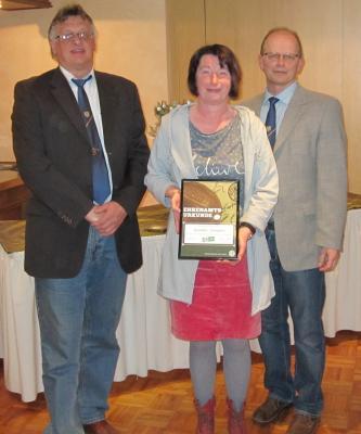 Foto zur Meldung: DFB-Ehrenamtspreis für Gunda Janssen