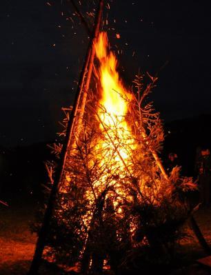 """Foto zur Meldung: Wintersonnwendfeuer der """"Kleiner Hummeln"""""""