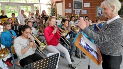 Foto zur Meldung: Neue Schulleiterin am Clara-Schumann-Gymnasium - Mehr als ein Gebäude zu leiten