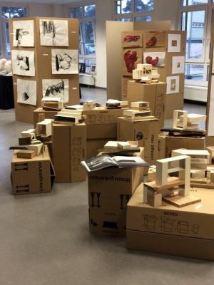 Foto zur Meldung: Ausstellung des KUNST LK 12 am 29.03. 17